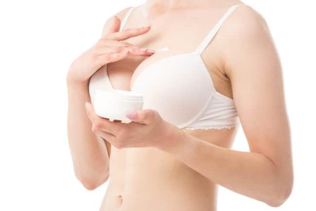 Dehnungsstreifen nach Brustvergrößerung